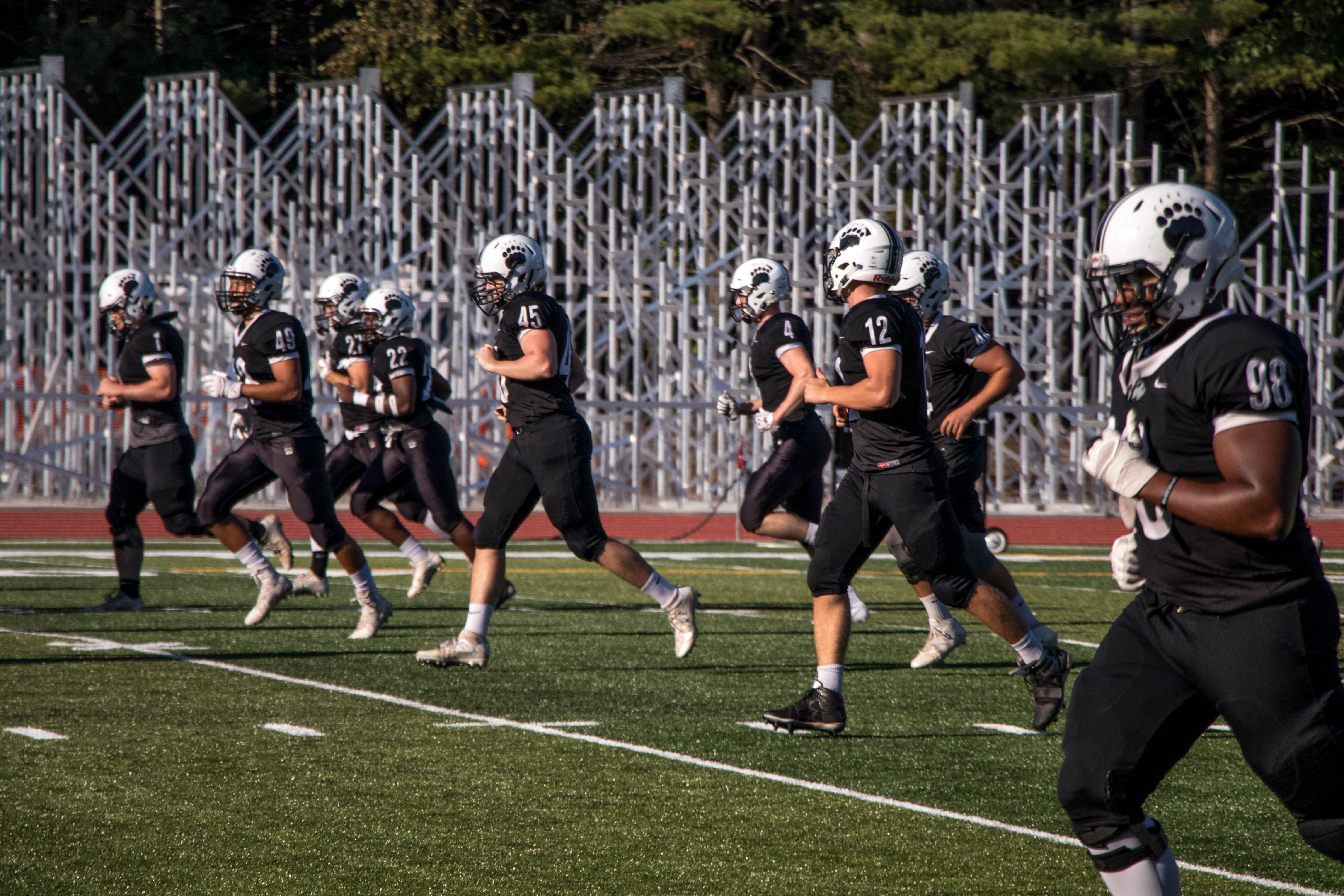 Football Team Counting On Hope And New Qb For Wins The Bowdoin Orient